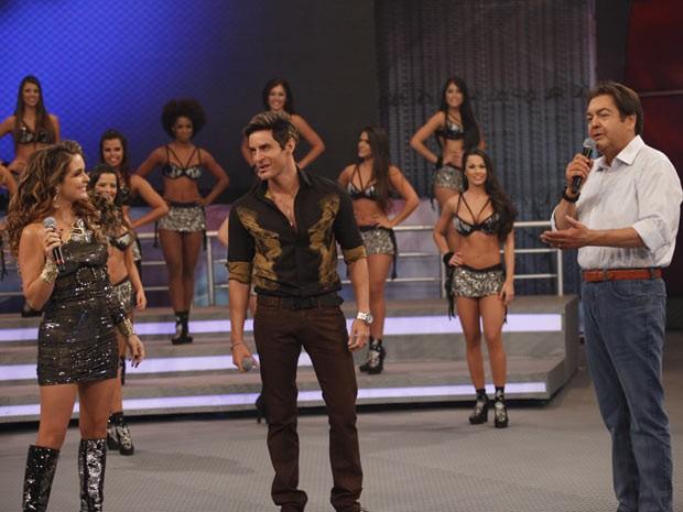 Chayene e Fabian no palco do Domingão do Faustão (Foto: Cheias de Charme / TV Globo)