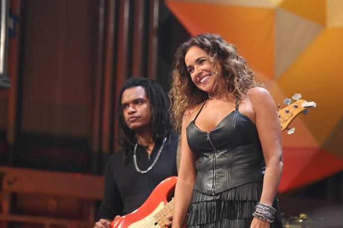 Daniela Mercury no palco do 'Altas Horas' (Foto: Carol Caminha/Gshow)