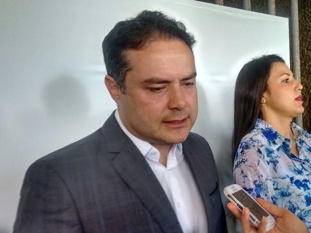 Governador Renan Filho fala durante assinatura de reformas no Trapichão (Foto: Márcio Chagas/G1)