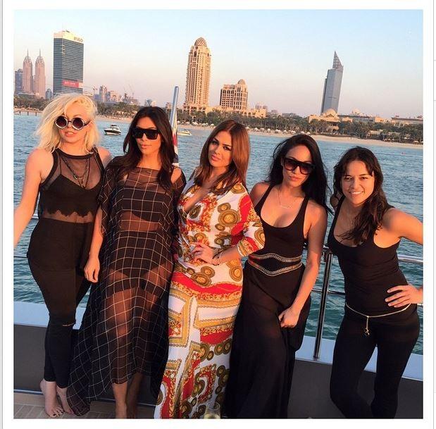 Kim Kardashian com amigas (Foto: Instagram)