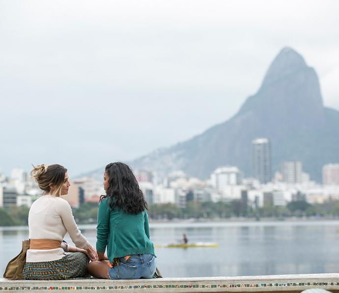 Aline Dias e Deborah Secco nas primeiras cenas de 'Malhação' (Foto: Raphael Dias/Gshow)