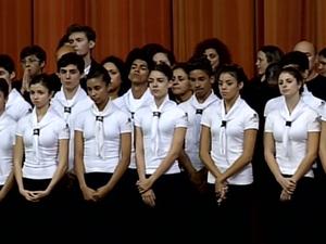 Alunos da Escola Bolshoi homenagearam o senador Luiz Henrique da Silveira (Foto: Reprodução RBS TV)