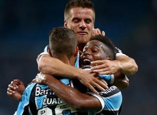 Luan gol Grêmio (Foto: AFP)
