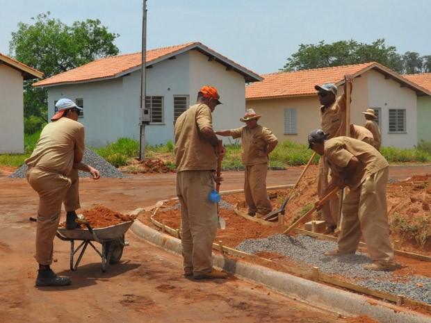 Pavimentação ainda não está concluída no Watanabe E-2  (Foto: Wagner Bueno/Prefeitura de Presidente Venceslau)
