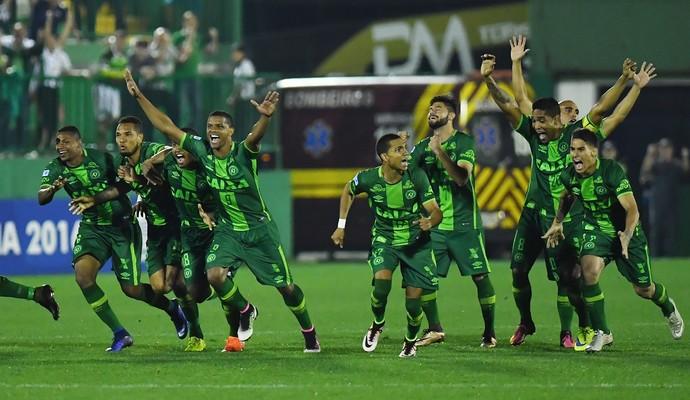 Comemoração Chapecoense Independiente (Foto: Nelson Almeida / AFP)