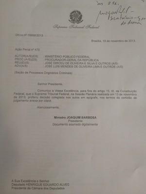 Ofício que Joaquim Barbosa encaminhou ao presidente da Câmara para notificar a Casa da prisão de Genoino (Foto: Priscilla Mendes/G1)