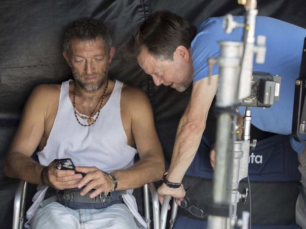 Vincent Cassel e Meirelles nos bastidores da gravação (Foto: Gui Maia e Dan Behr)