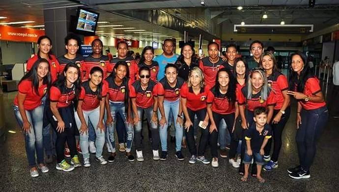 Atletas do Porto Club no aeroporto Jorge Teixeira  (Foto: Jussiê Nogueira/arquivo pessoal)