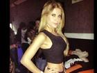 Ex-BBB Cacau exibe cintura finíssima em foto divulgada na internet