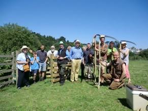 Em Totnes, Inglaterra, população comemora o sucesso do projeto Transition Town Totnes (TTT) (Foto: Divulgação / TTT)