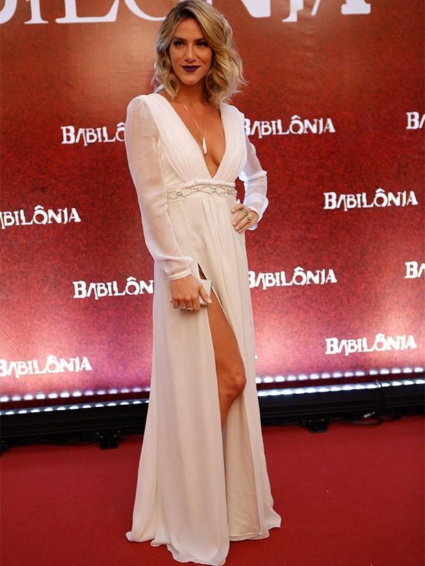 Giovanna Ewbank aposta em decote criado por Lethicia Bronstein (Foto: Gshow)