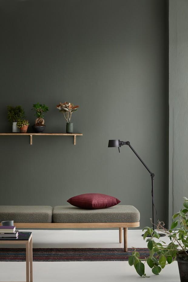 Décor do dia: sala monocromática, minimalista e cheia de plantas (Foto: reprodução)