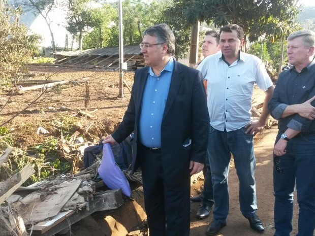Governador visitou Coronel Freitas (Foto: Isabel Malheiros/RBS TV)