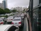 Av. ACM tem trânsito congestionado