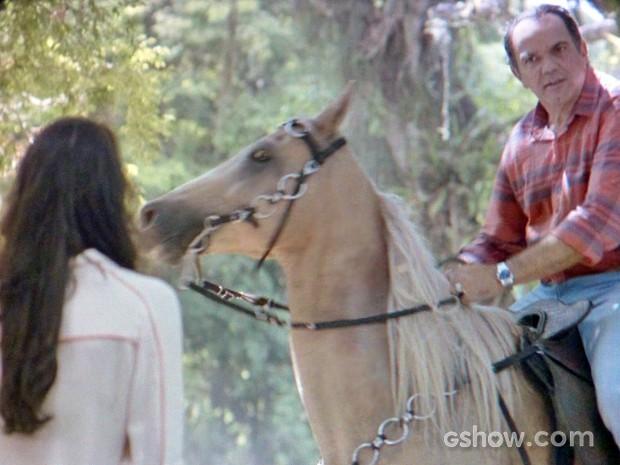 Virgílio reencontra Ana em Goiânia durante viagem sem Helena (Foto: Em Família/ TV Globo)