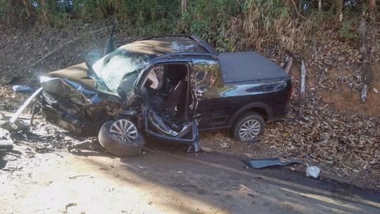 Homem morre e quatro pessoas ficam feridas em batida na MG-446