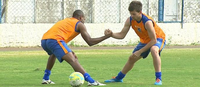 Matheus Galdezani e Pitty, jogadores do Rio Claro (Foto: Marlon Tavoni/EPTV)