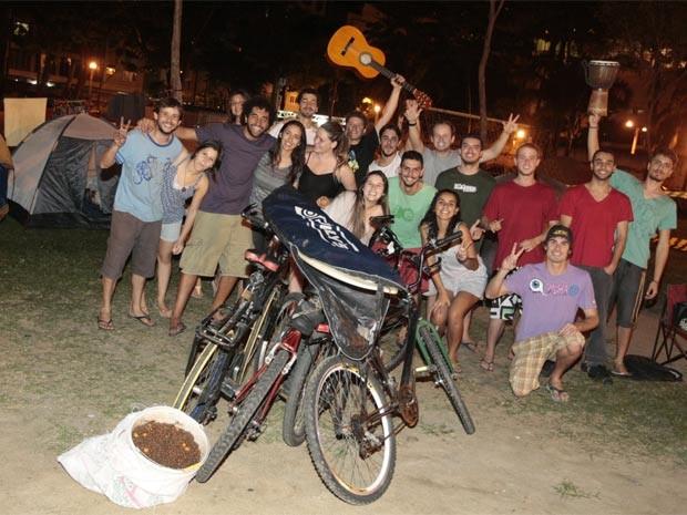 61db63af5a4 Jovens de Santa Catarina trouxeram pranchas de surfe