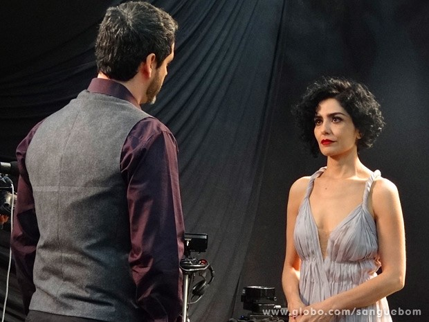 Natan interrompe a gravação do clipe de Verônica (Foto: Sangue Bom / TV Globo)