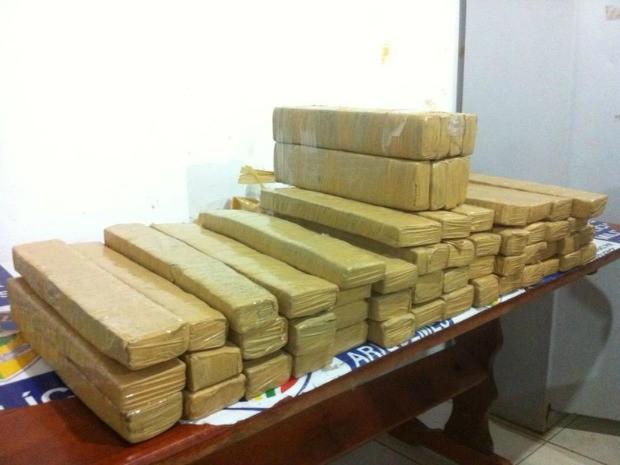 Mais de 50 quilos de maconha foram apreendidos em meio a produtos agricolas em Ariquemes, RO (Foto: Ivon Camillo/Alerta Notícias)
