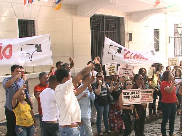 Durante a manifestação houve tumulto entre servidores e seguranças da Câmara de São Luís (Foto: Reprodução/TV Mirante)