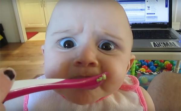 Bebê tem reação hilária ao experimentar abacate pela primeira vez (Foto: Reprodução / Instagram)