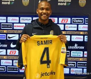 Samir é apresentado no Hellas Verona (Foto: Divulgação)