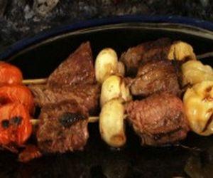 Churrasco de alcatra ao estilo francês com alecrim e legumes grelhados
