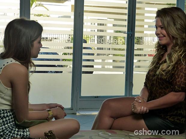 Bernardete ensina truques de sobrevivência no subúrbio a Flaviana (Foto: Malhação / TV Globo)