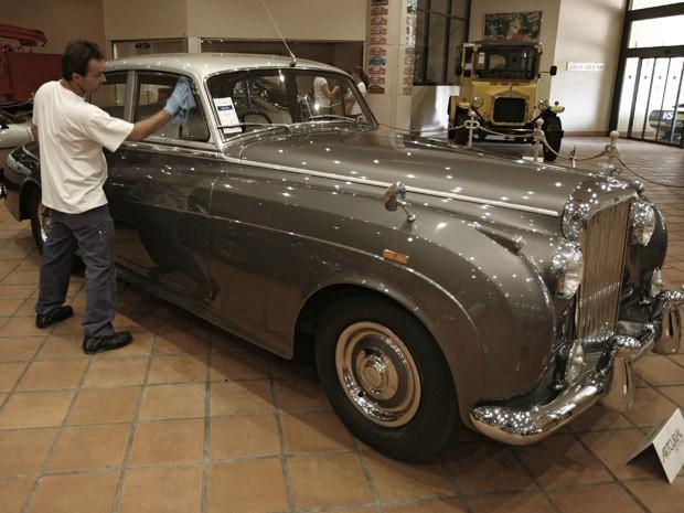Bentley S1, de 1956, é avaliado em cerca de 35 mil euros   (Foto: Lionel Cironneau/AP)
