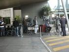 Filhos de Angélica e Luciano Huck e babás têm alta do hospital