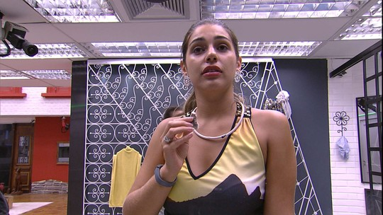 Vivian faz ritual de beleza após Festa Rio de Janeiro