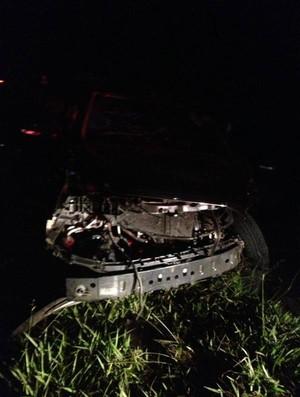 Frente ao carro dirigido por Fábio Fogaça ficou destruído (Foto: Arquivo Pessoal)