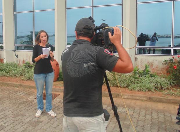 Narayanna Borges fala, ao vivo, no Jornal Globo News sobre a 'Operação Vitória'. (Foto: Vitor Santos/Programação)