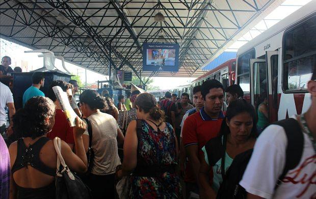 Segundo a SMTU, mais de 40 mil pessoas transitam pelo local diariamente (Foto: Gisa Almeida/ Rede Amazônica)