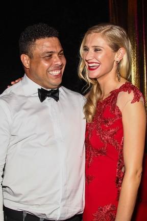 Ronaldo e a modelo Celina Locks em baile de gala em São Paulo (Foto: Manuela Scarpa/ Foto Rio News)
