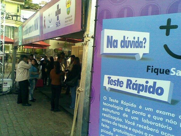 Consultórios móveis oferecem testes rápidos de Aids e Sífilis em Porto Alegre (Foto: Guto Teixeira/RBS TV)