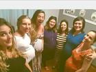 Rafa Brites posa com barrigão em encontro com amigas grávidas