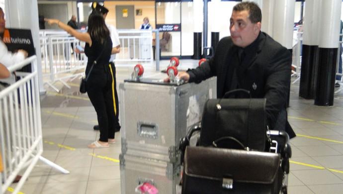 seguranças Atlético-MG, chega ao Chile para o jogo contra o Colo Colo (Foto: Fernando Martins Y Miguel)