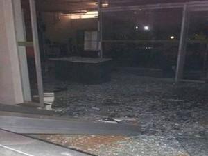 Explosão ocorreu pela madrugada (Foto: Polícia Militar/Divulgação)