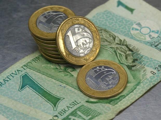 R$ 1 em cédulas e moedas, em imagem de julho de 2007 (Foto: L.C.Leite/Folhapress)