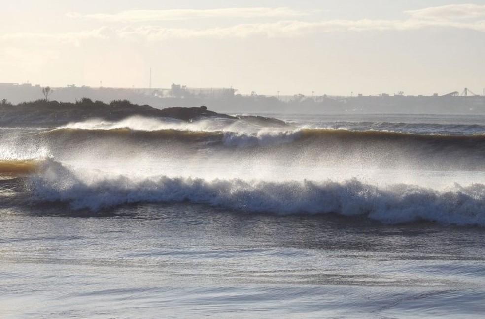 Marinha emite alerta de mar com ondas altas (Foto: Vanda Lopes / Arquivo pessoal)