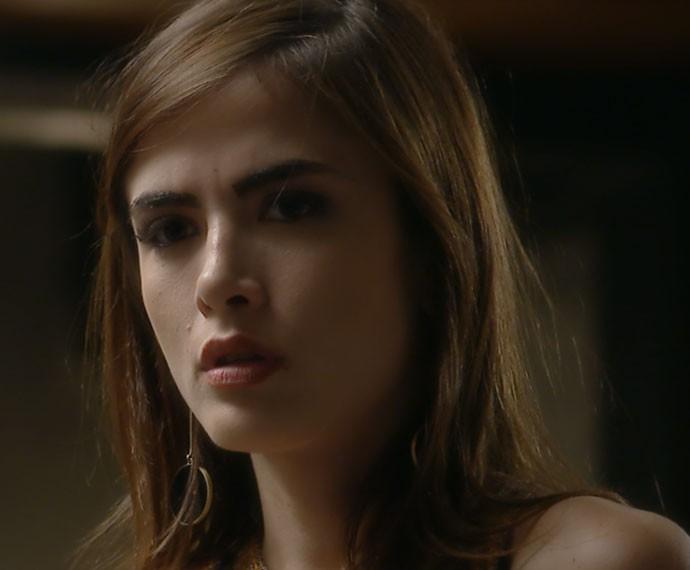 Margot não acredita no que ouve (Foto: TV Globo)