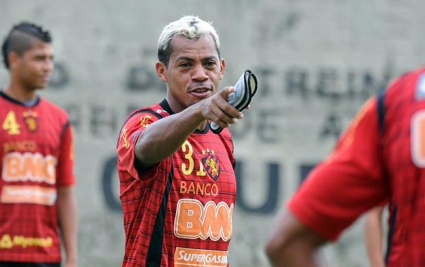 Marcelinho Paraíba, meio-campo do Sport (Foto: Aldo Carneiro)