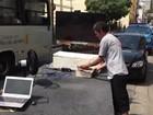 Morador de rua ostenta notebook, TV 42 polegadas e som no Rio