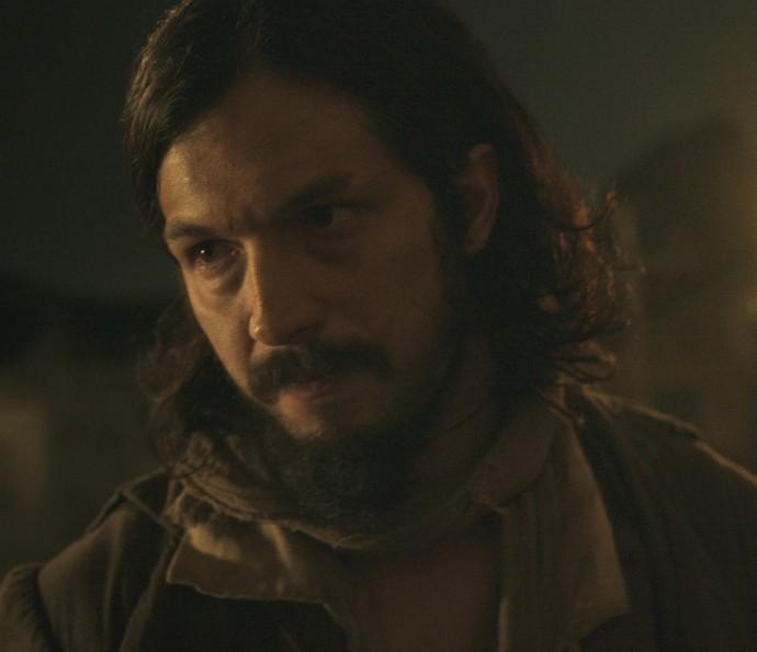Gaspar descobre que Bertoleza é da família Raposo (Foto: TV Globo)