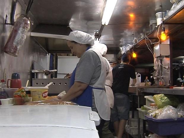 Dono de trailer acredita que medida vai gerar desemprego (Foto: Reprodução / TV TEM)