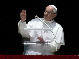 Papa Francisco fala a fiéis no Vaticano nesta terça-feira (11) (Foto: Filippo Monteforte/AFP)