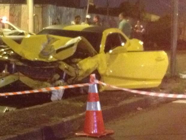 Camaro amarelo se envolveu em acidente com outros dois carros (Foto: Marcelo Jesus/Arquivo Pessoal)