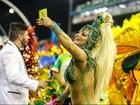 Viviane Araújo faz Mancha Verde perder ponto ao usar celular em desfile